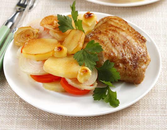Как запечь курицу с картошкой: советы и рецепты