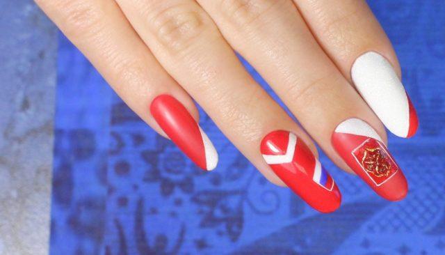 Как красиво накрасить ногти в футбольном стиле?