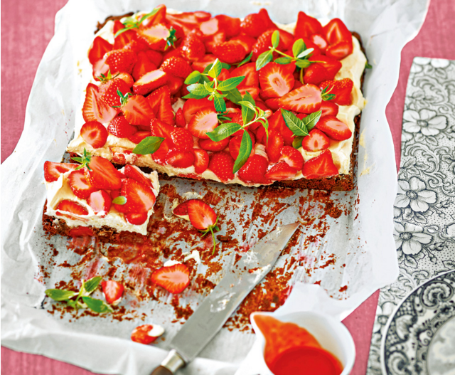 Рецепты с клубникой: 4 блюда, которые легко готовить