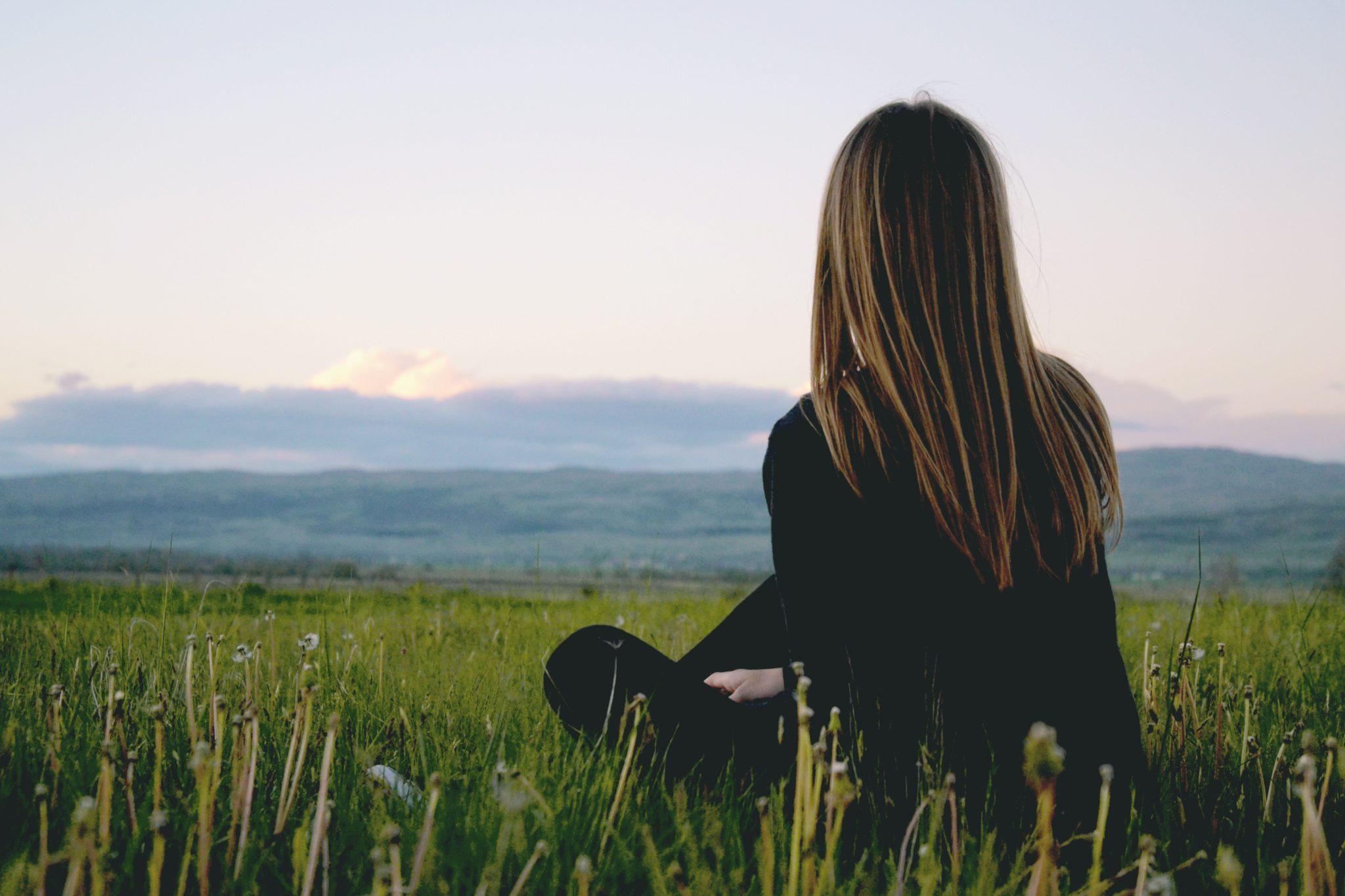 Как спользой пережить одиночество? Советы астрологов