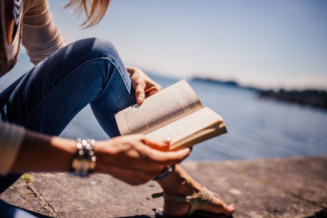 Топ-10 книг по саморазвитию, которые нужно прочитать каждой увлеченной натуре