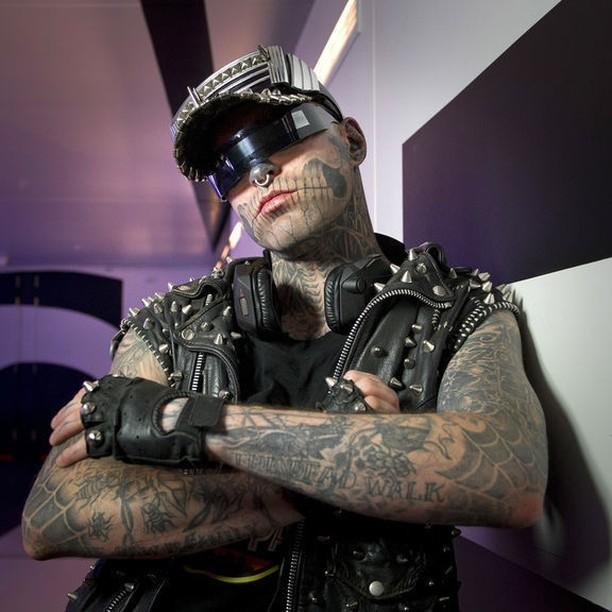 Самый татуированный человек покончил ссобой иоставил мистическое послание