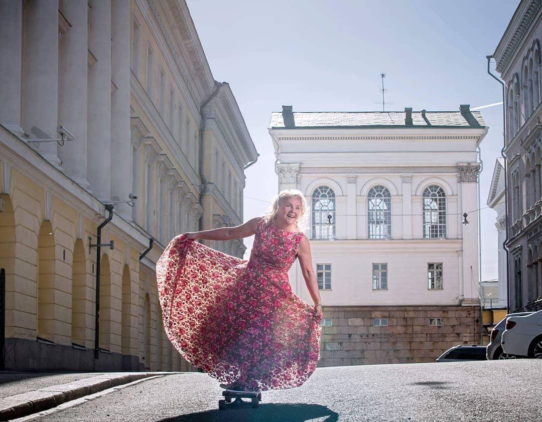 «Сумасшедшая» бабушка изФинляндии, одевающаяся как тинейджер, стала звездой Instagram