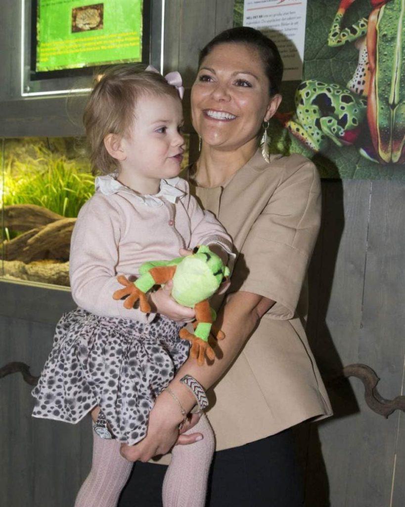 Шведская принцесса Эстель с мамой Викторией