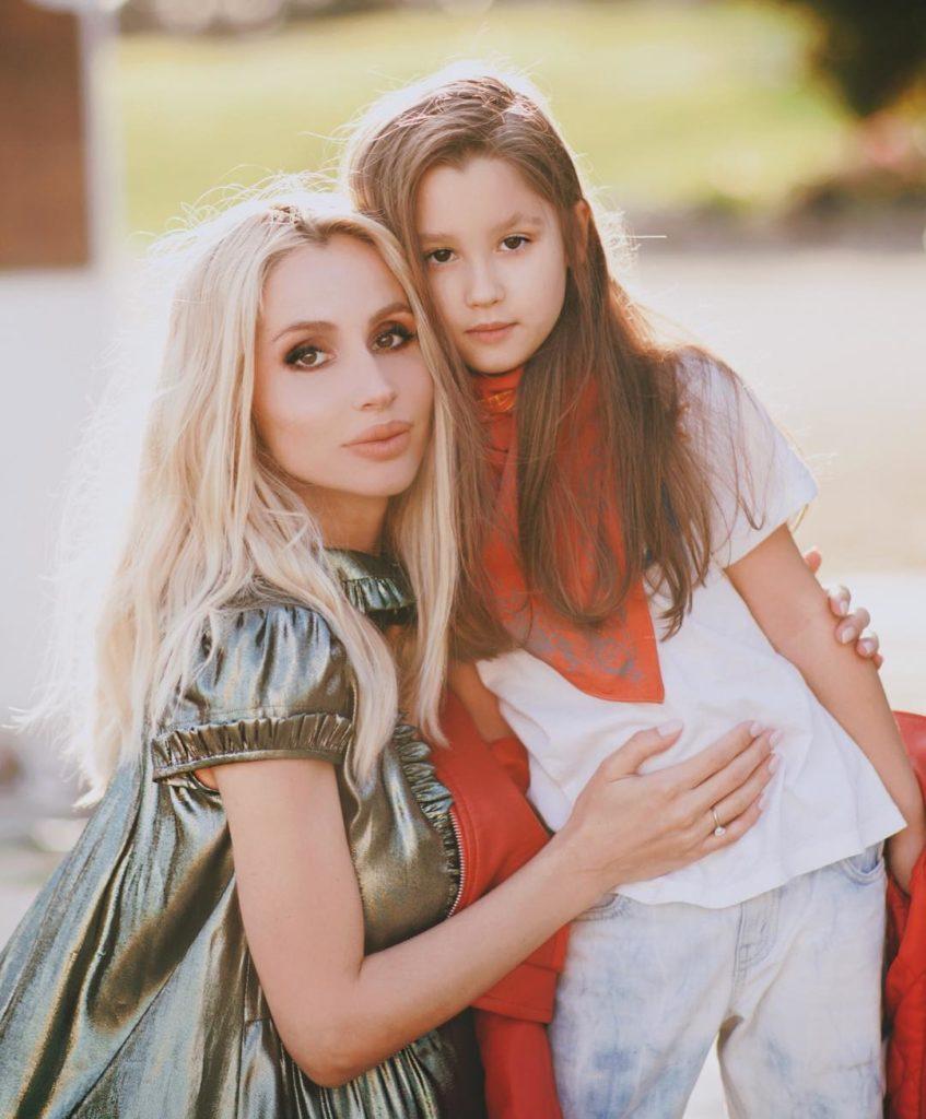 Светлана Лобода воссоединилась смладшей дочерью спустя два месяца после родов