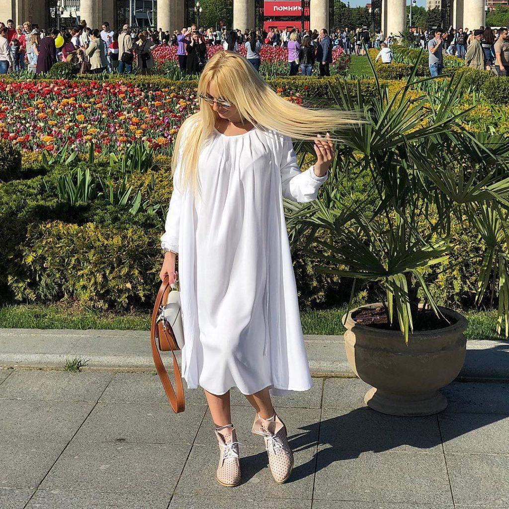 Везде успела: 47-летняя беременная Лера Кудрявцева стала бабушкой