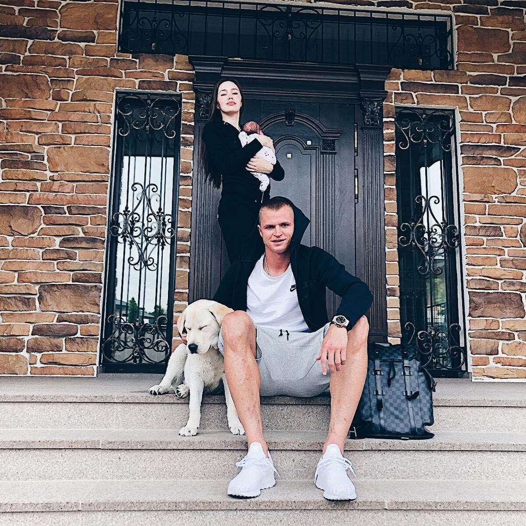 Провинциальный шик: стало известно, как назвали дочь Дмитрий Тарасов иАнастасия Костенко