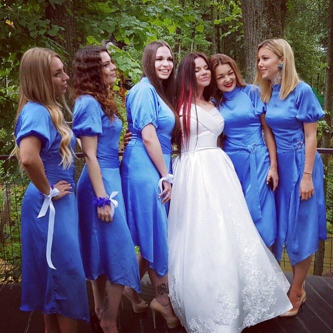 «Очки не мешают?»: в сети раскритиковали свадебные фото Бьянки