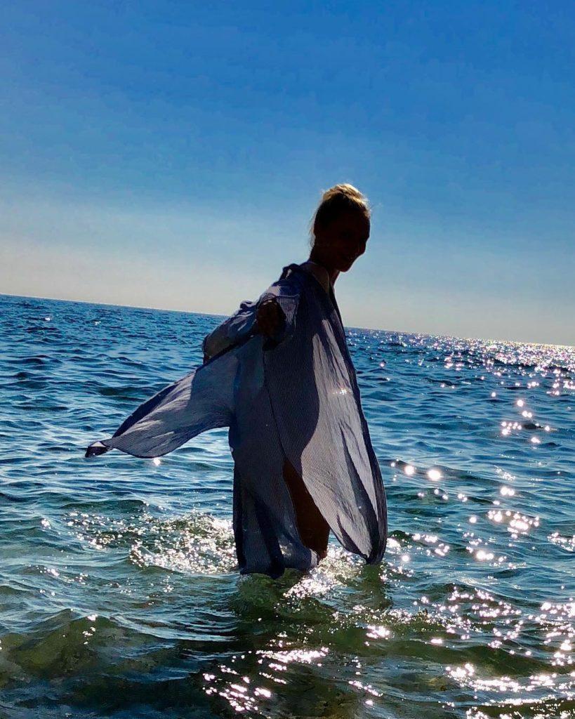 «Что, опять?!»: поклонники подозревают Екатерину Вилкову втретьей беременности