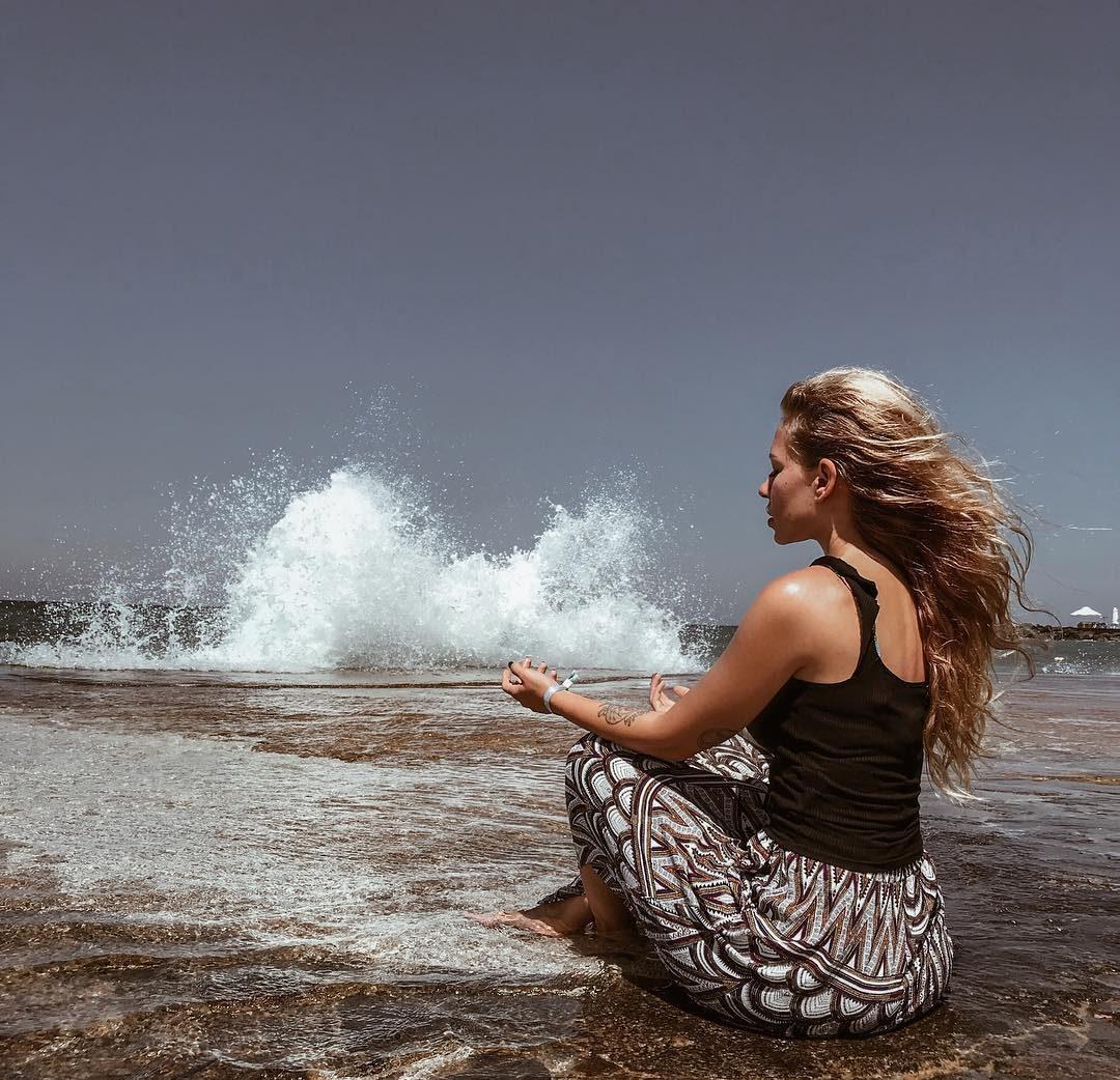 Как пережить публичную измену? 5 советов семейного психолога