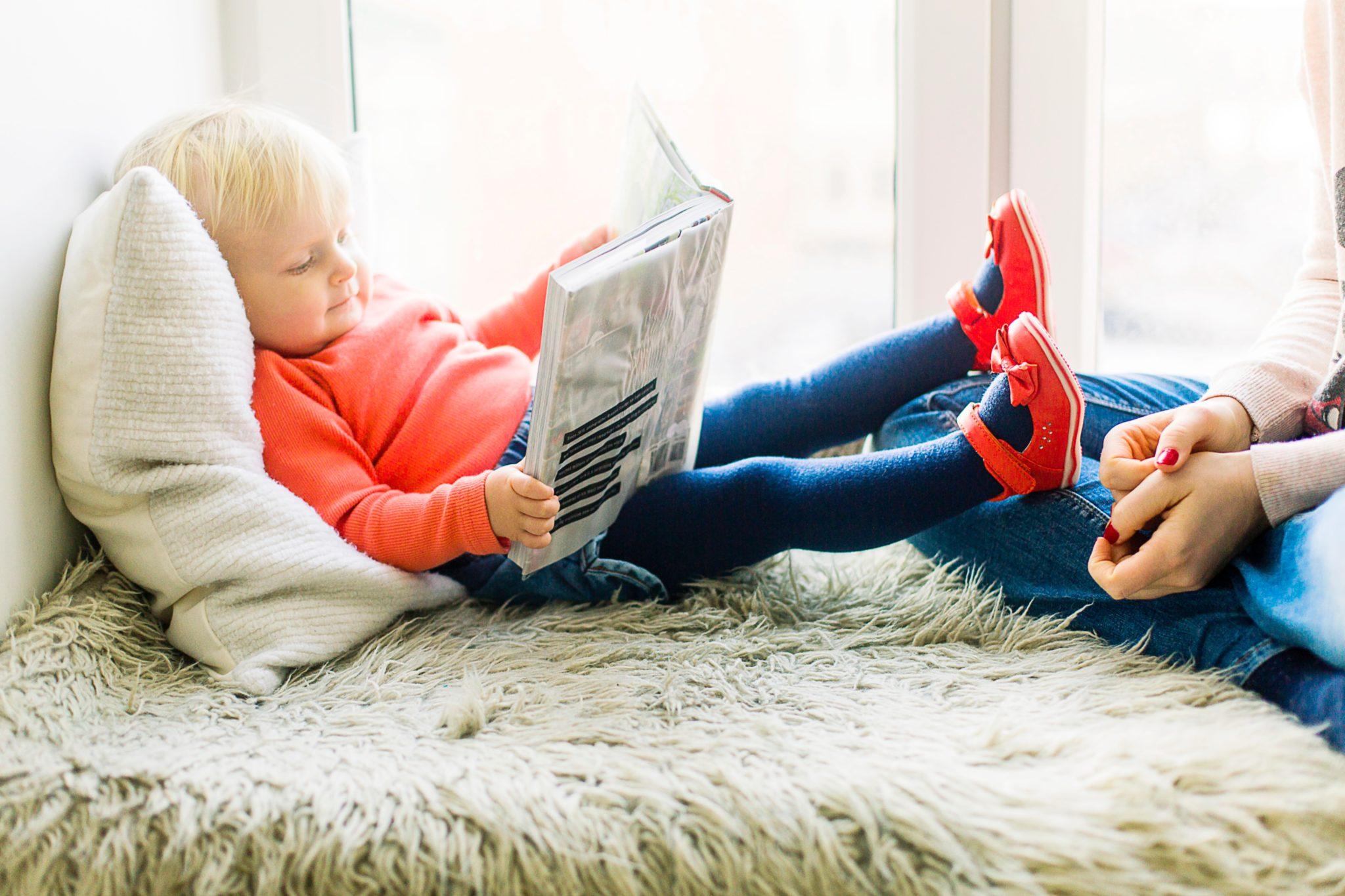 Младенец и гаджеты: в чем польза и вред для ребенка?