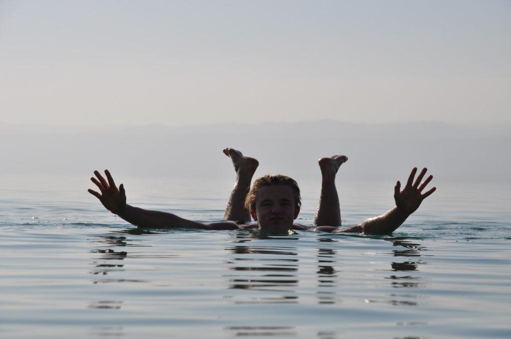 dead-sea-Iordaniya_kuda-poexat-v-sentyabre-na-more