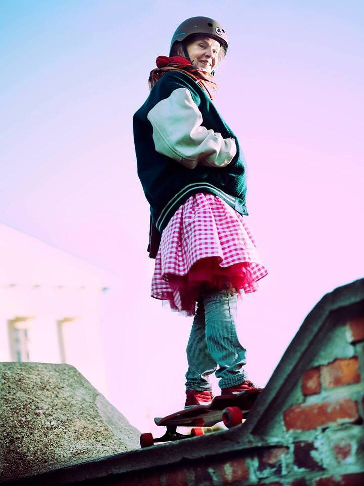 «Сумасшедшая» бабушка из Финляндии, одевающаяся как тинейджер, стала звездой Instagram