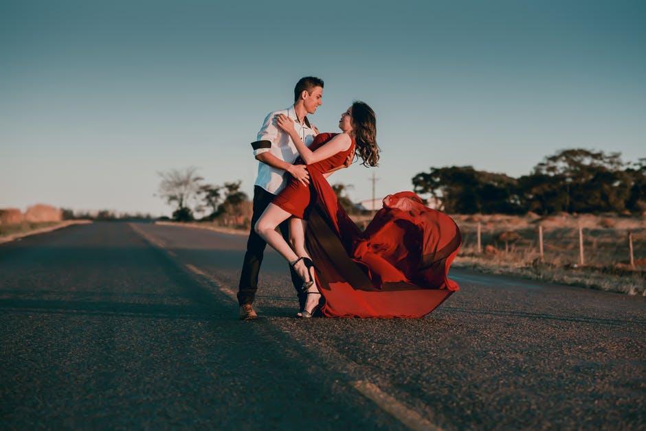 Три верных ритуала для привлечения замужества